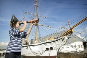 Historic_Dockyard_boy_with_telescope