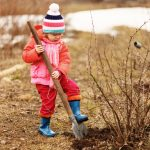 Learning to Play the Natural Way - the Benefits of Natural Resources